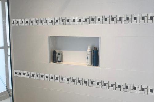 16. B512 - Streifen Badezimmer