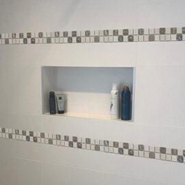 17. B528 - Streifen Badezimmer