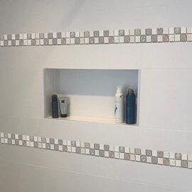19. B529 - Streifen Badezimmer