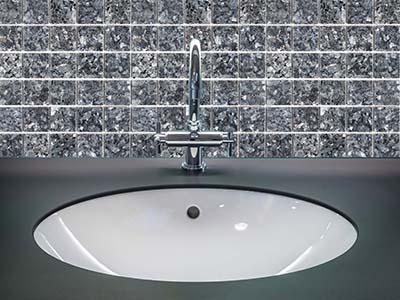 8. Blue Pearl 4,8 - Badezimmer Vorderansicht